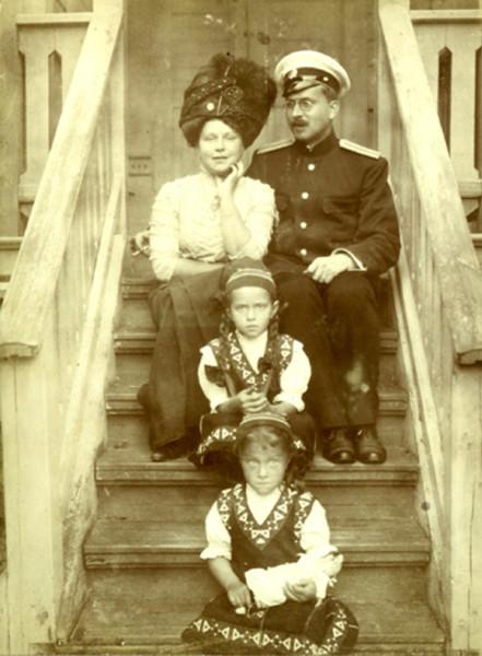 доктор Петров с семьей